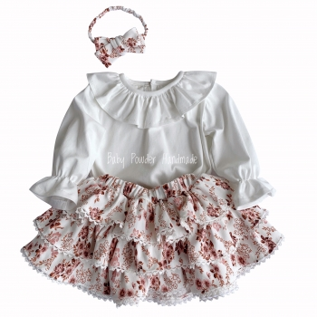 Skirt with three frills and lace