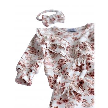 Bluza z dwiema falbankami na piersi z koronką