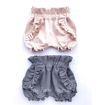 Shorts with frills on the pockets