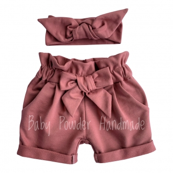 Basic shorts with a bow